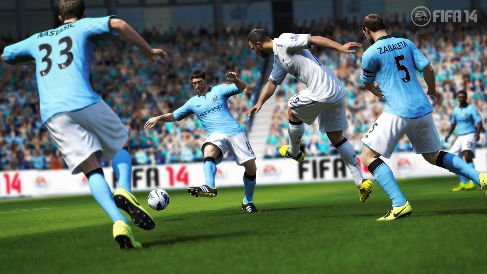 With Teammate Intelligence in FIFA 14, players will have better decision-making and teams will play smarter on both the attack and defense to bring the beauty of the game to life.